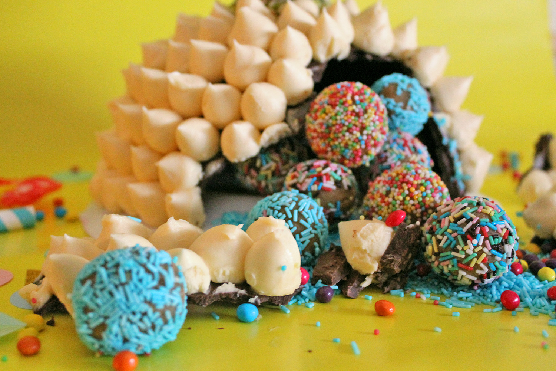 torta-sorpresa-ananas-pinatas-supercolors-1