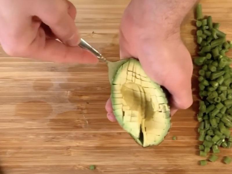 tagliare-a-cubetti-avocado