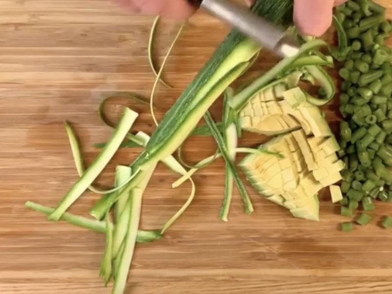 tagliare-zucchine-a-nastro