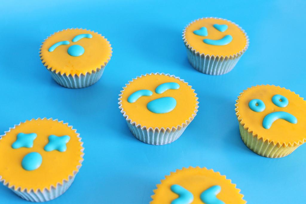 emoji-party-cupcake-sole-emoji-supercolors-2