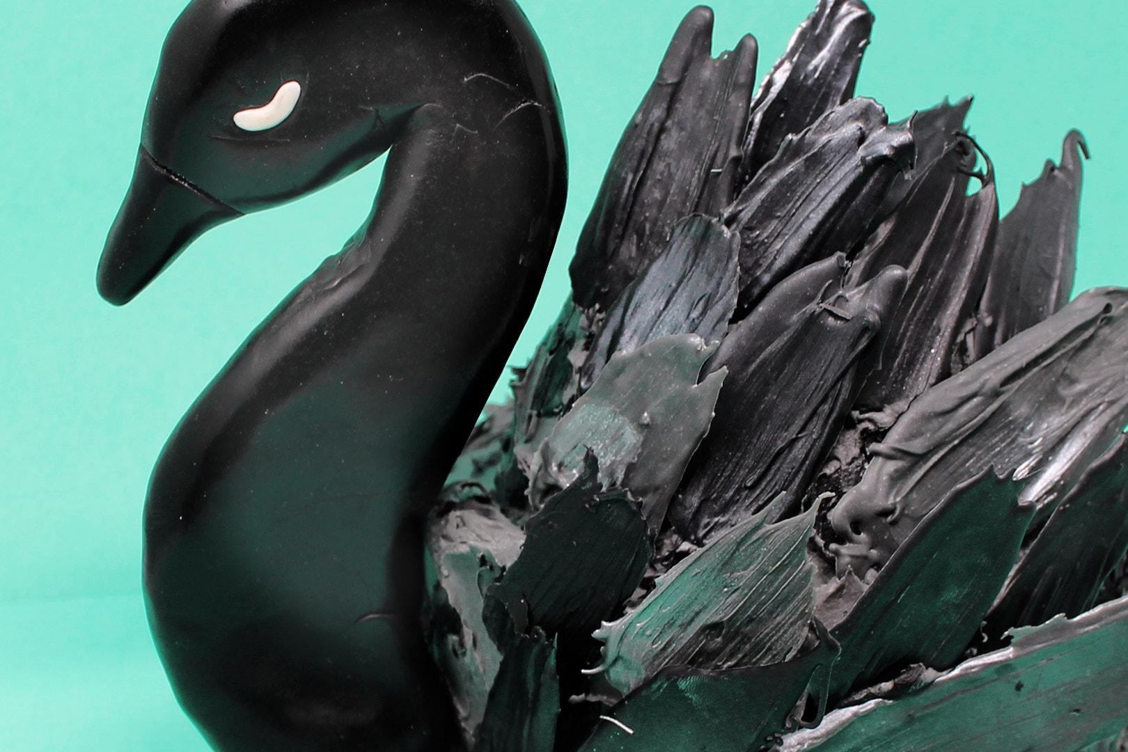 torta-cigno-nero-super-colors-paintbrush-cake-black-swan-1-min